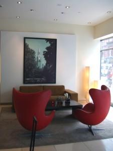 一脚100万円以上の椅子…。一生我が家には置けないでしょう。