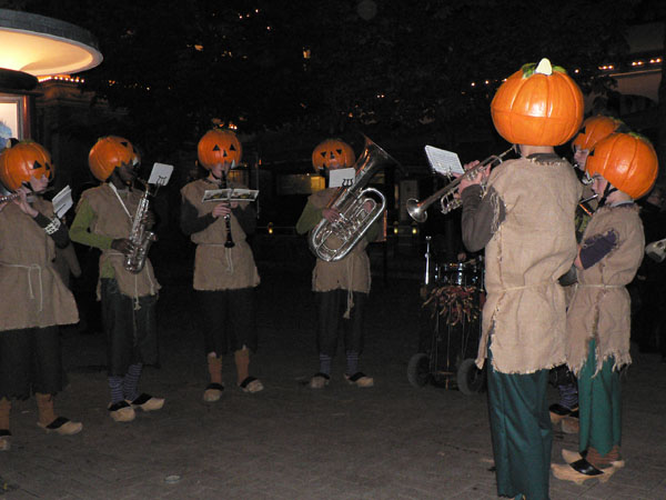 かぼちゃ頭の音楽隊。キュートです!