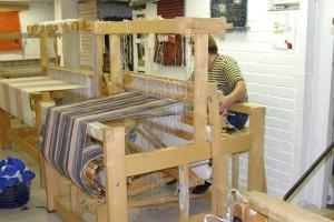 地元のフィンランド人もショップで糸を購入してお気に入りの作品を作っています