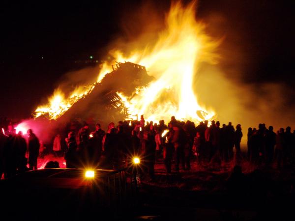 怖いくらい燃えさかる炎。