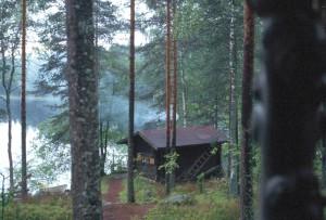 フィンランドの最高のもてなし、湖畔のサウナ