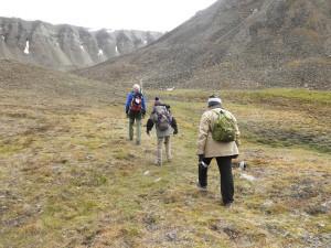 ふかふかのツンドラを歩いて氷河へ出発