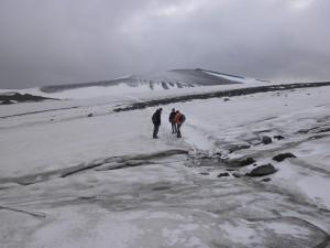いよいよ氷河の上を歩いて渡る、ひゃっほー♪