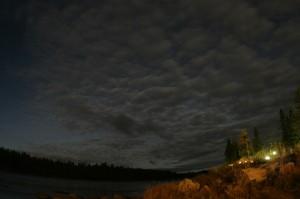 オーロラ捜索中の写真・雲ばかりでなかなか見えない(^^;