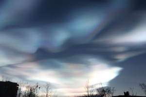 オーロラより綺麗?!な真珠母雲