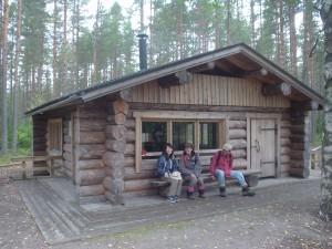 セイツェミネン国立公園のログキャビンで休憩