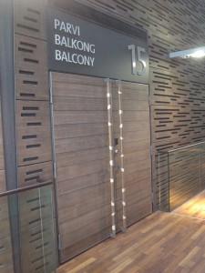 バルコニー席に通じるドア
