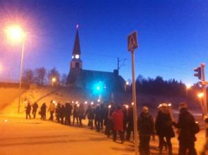 ?20℃の中教会までゾロゾロ行進中。